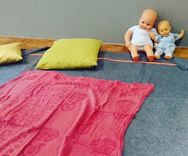 Atelier massage bébé - les mères veillent